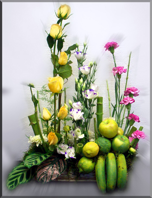 Canasto con Frutas y Flores