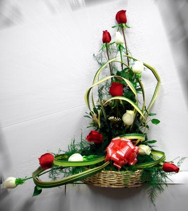 Florero o Canasto con 12 Rosas